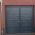openslaande-garagedeur-midden-profilering-RAL-7016-Weert-320x180